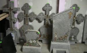материалы для дорогих и недорогих памятников на могилу в Тюмени