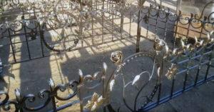 оградки на кладбище в Тюмени